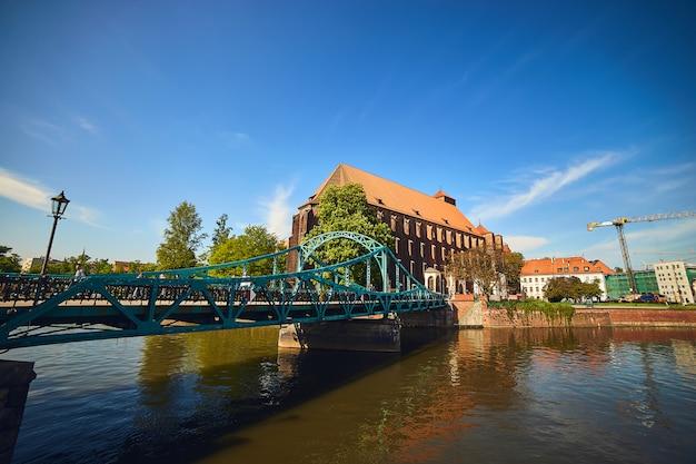 De meeste tumski wordt ook lovers, cathedral of green bridge genoemd, versierd met veel liefdesloten en harten, wroclaw, polen.