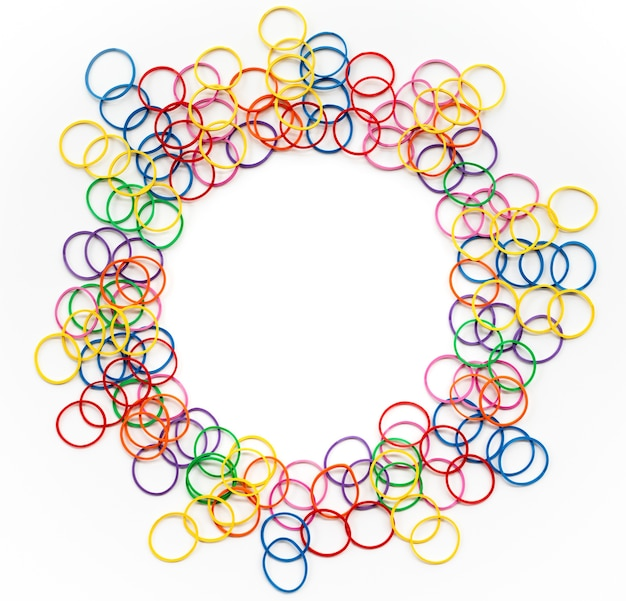De mengelings kleurrijk elastiekje van het diversiteitsconcept op witte achtergrond met tcopy ruimte