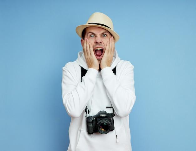 De mens is verrast en roept, angst en verrassing Premium Foto