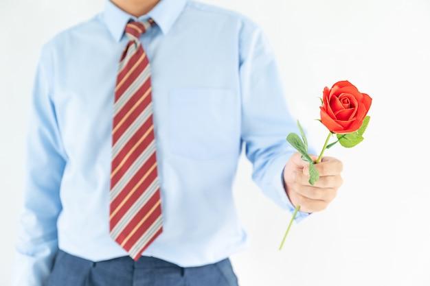 De mensenholding met rood nam voor valentijnskaart toe