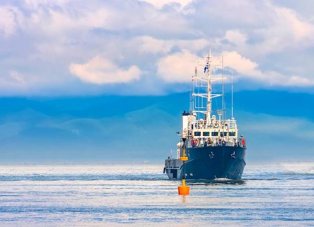 De militaire oefeningen van de marine in de stille oceaan