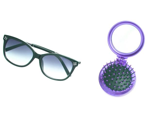 De mini haarborstel van de zakspiegel, geïsoleerde zonnebril