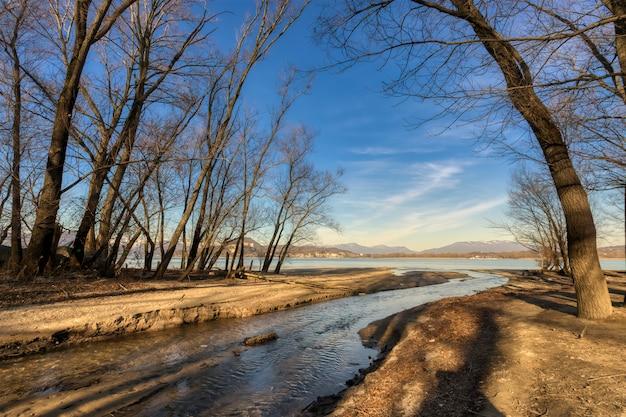 De monding van de rivier