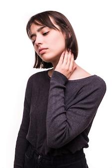 De mooie geïsoleerde pijn van het tienermeisje in de hals
