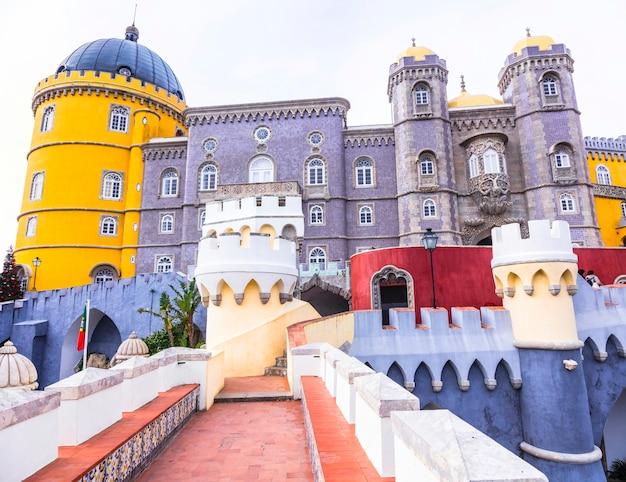 De mooiste kastelen van europa - paleis pena in portugal