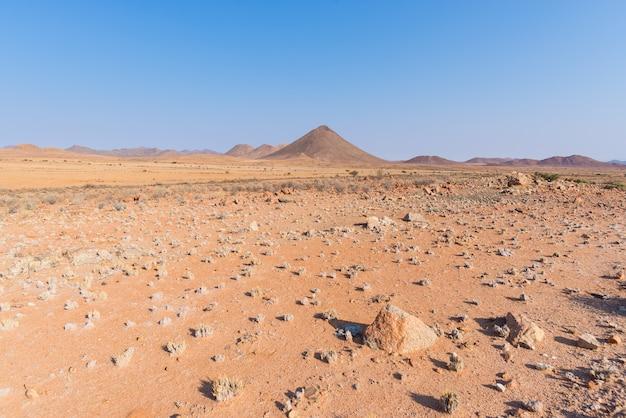 De namib-woestijn, in het prachtige namib naukluft national park, reisbestemming en hoogtepunt in namibië, afrika.