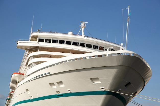 De neus van een zeevaartschip, reisschip