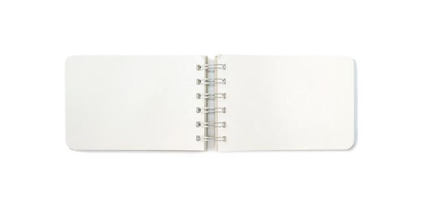 De notaboek van de close-up met lege ruimte die op witte achtergrond wordt geïsoleerd