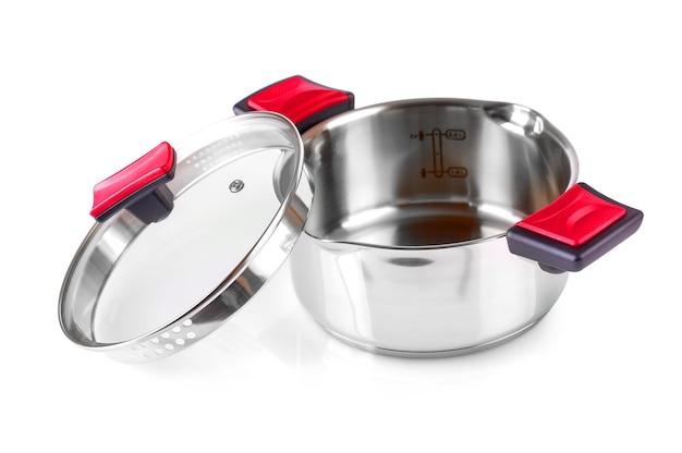 De open roestvrijstalen kookpot geïsoleerd op wit met uitknippad