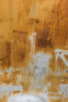 De oranje versleten roestige achtergrond van de metaaltextuur