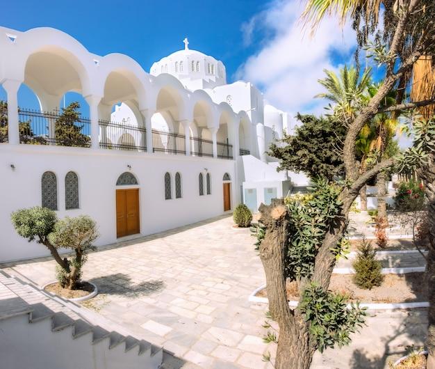De orthodoxe grootstedelijke kathedraal in fira, santorini