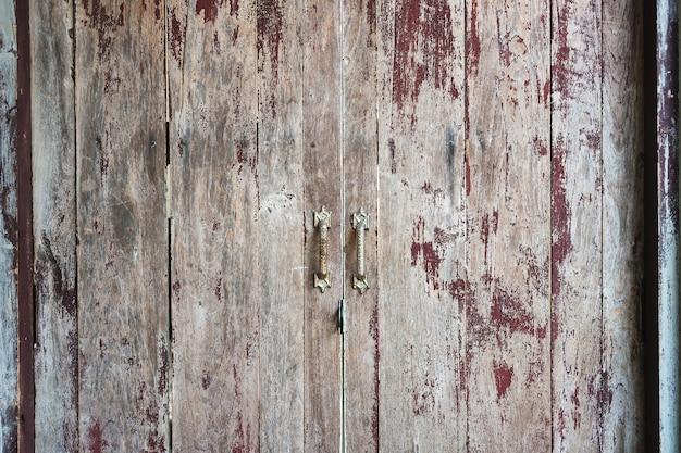 De oude gekraste houten achtergrond van de deurtextuur