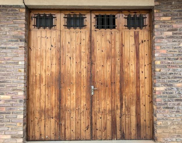 De oude houten deur in spanje