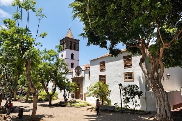 De oude kerk van de stad icod de los vinos op het eiland tenerife