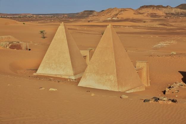 De oude piramides van meroe in de sahara woestijn, soedan
