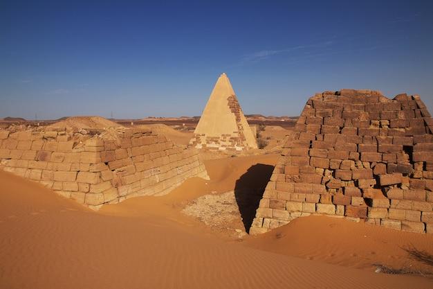De oude piramides van meroe in de woestijn van sudan