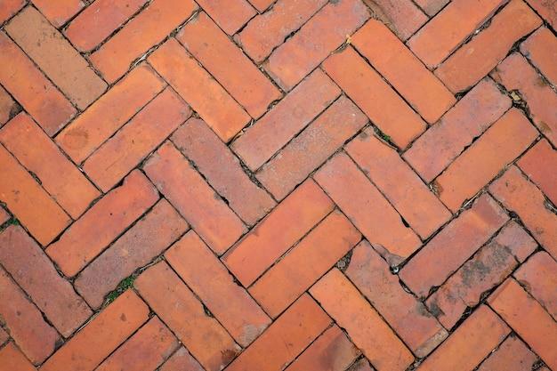 De oude uitstekende baksteengang voor textuur of achtergrond.