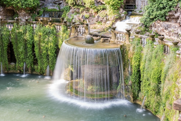 De ovale fontein in villa d'este, tivoli, italië