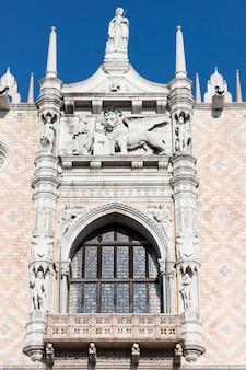 De patriarchale kathedraal basiliek van san marco op de piazza san marco