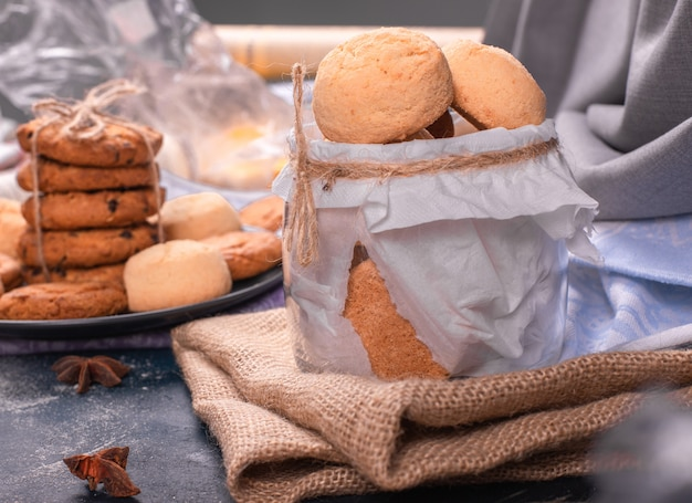 De pot met koekjes en snoepjes