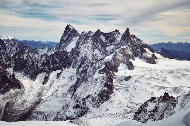 De prachtige berg maakt deel uit van het mont blanc-massief.