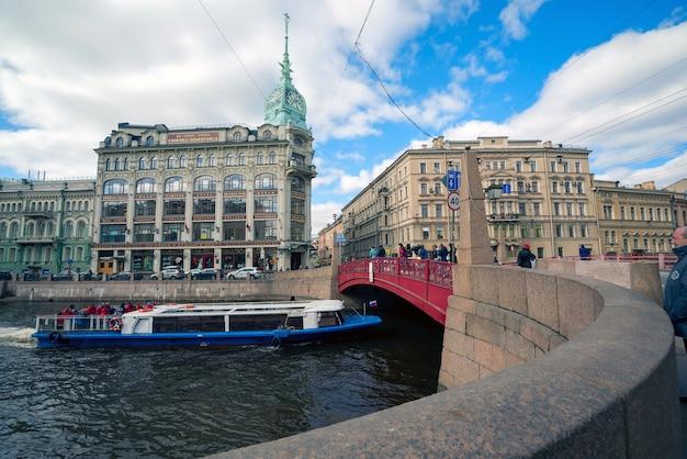 De pre-revolutionaire bouw handelsmaatschappij esders and sheitals de rode brug in st. petersburg.