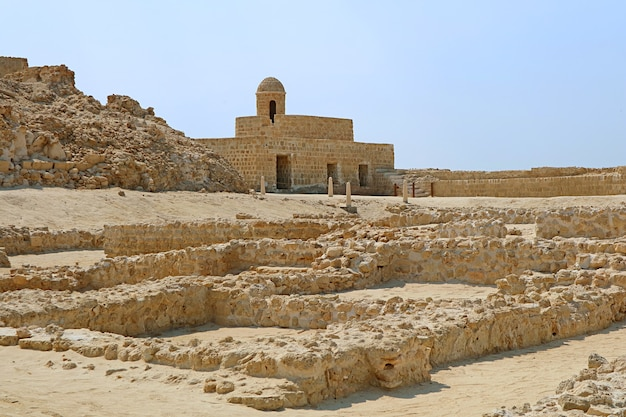 De qalat albahrain of het portugese fort unesco-werelderfgoed in manama bahrein
