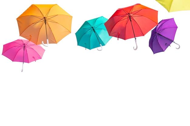 De reeks kleurrijke paraplu's isoleert op witte achtergrond het knippen van weg.
