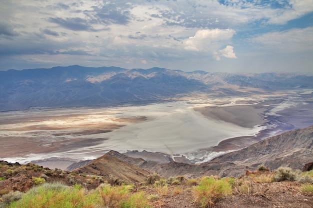 De regen in death valley, californië, verenigde staten