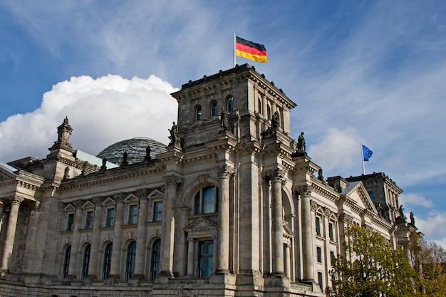 De reichstag getuigt in stilte van de turbulente geschiedenis van berlijn