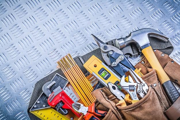 De riem van het hulpmiddel met bouwvoorwerpen op het golf de bouwconcept van het golfpatroon