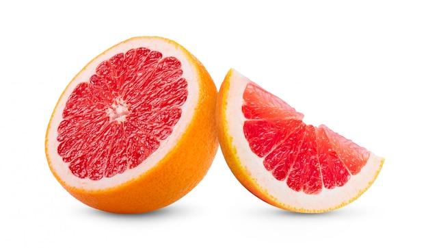 De rijpe helft van roze grapefruitcitrusvruchten op wit