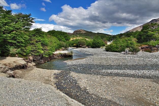 De rivier in de buurt van fitz roy, patagonië, argentinië
