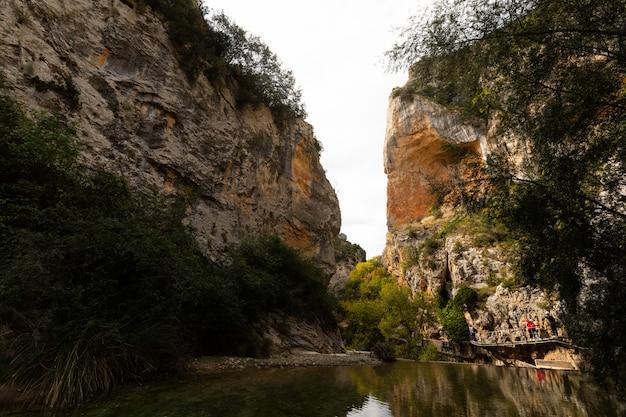 De riviercanion van vero in alquezar, aragon, spanje.