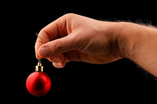De rode bal van de kerstmisdecoratie ter beschikking