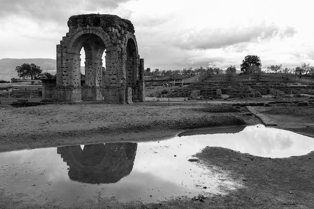 De romeinse ruïnes van caparra bevinden zich in de weide casablanca