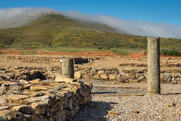 De romeinse ruïnes van regina turdulorum bevinden zich in casas de reina. extremadura. spanje.