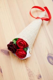 De rozen van een paargift op valentijnskaartdag