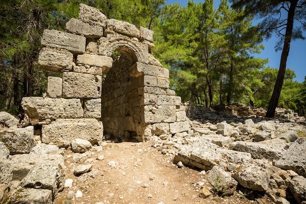 De ruïnes van het oude phaselis.