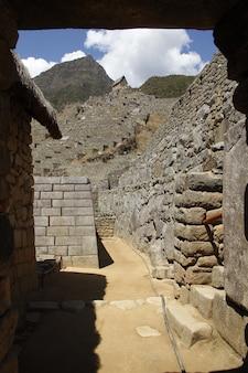 De ruïnes van machu picchu van binnenuit. peru