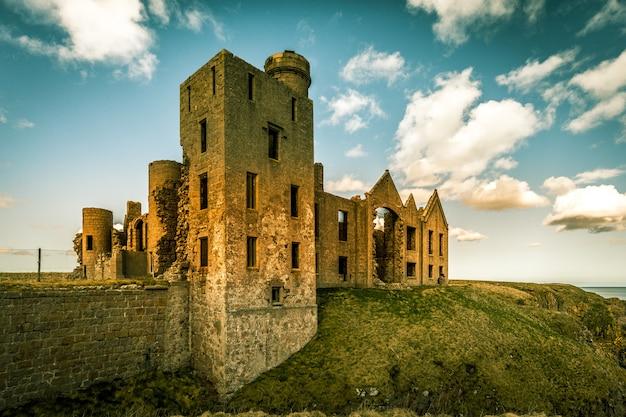 De ruïnes van slains castle