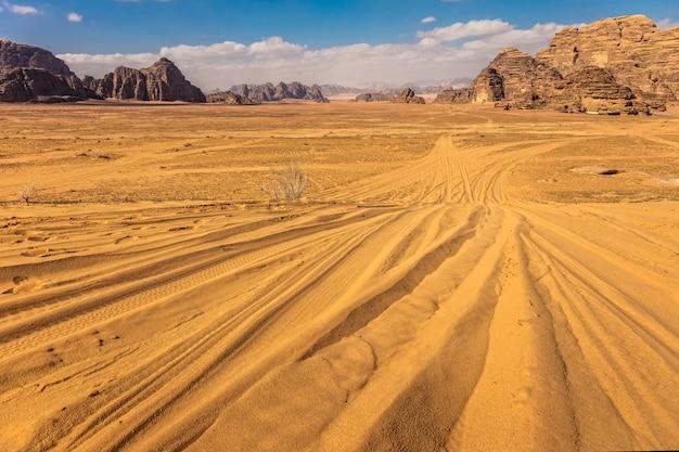 De rumwoestijn van de wadi in jordanië
