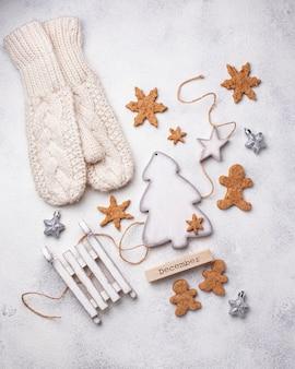 De samenstelling van de winterkerstmis met peperkoekkoekjes