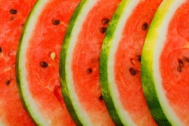De sappige close-up van watermeloenplakken. horizontaal.