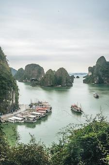 De schoonheid van ha long bay, een unesco-werelderfgoed