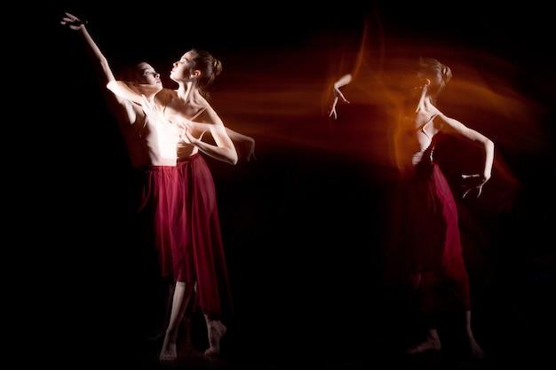 De sensuele en emotionele dans van mooie ballerina