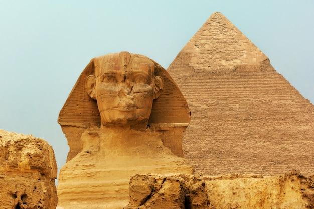 De sfinx en piramides in egypte
