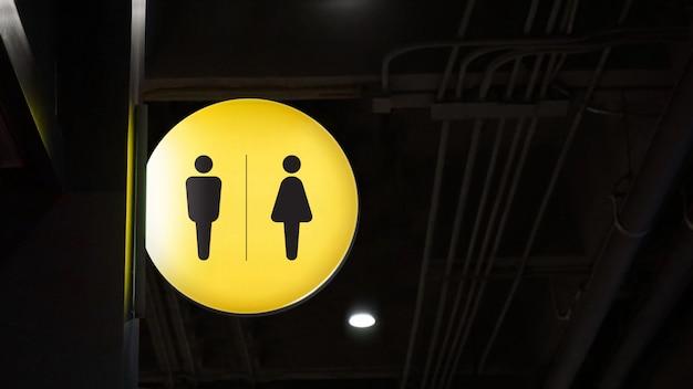 De signage van het cirkel lightbox toilet hangt op muur