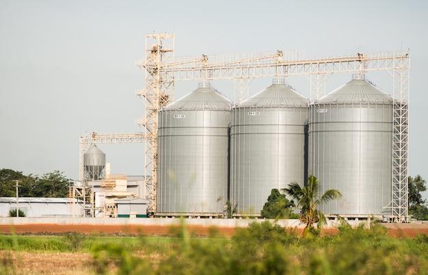 De silo in de productie van diervoeding