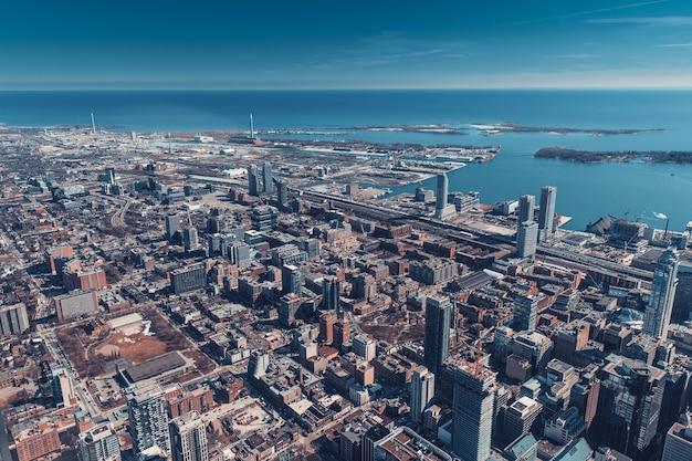 De skyline van de stad van toronto, canada luchtfoto